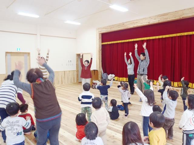 幼稚園での英語のリトミック